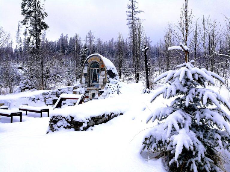 zima kaplnka prechadzka